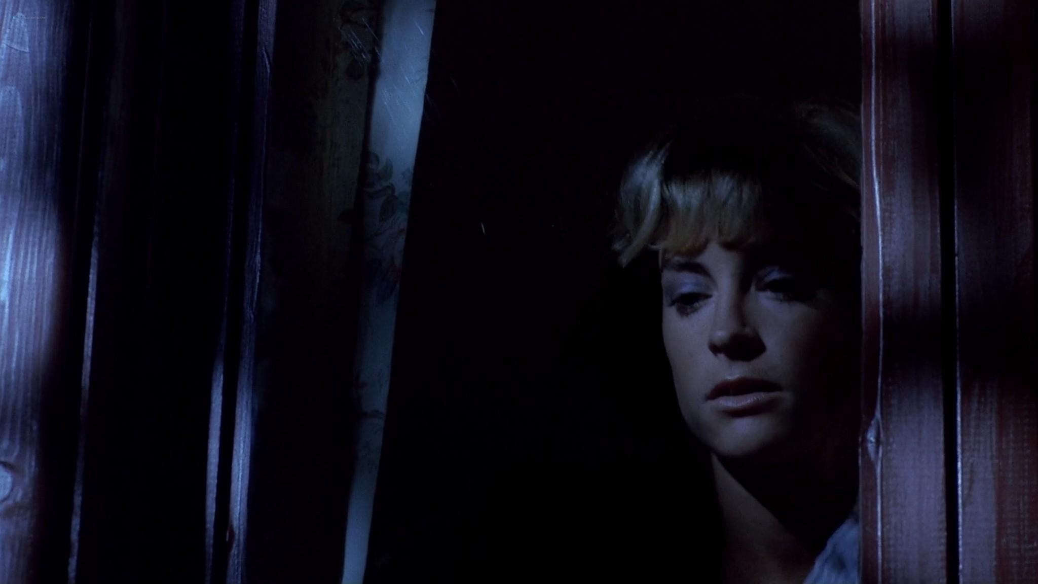 Heather Langenkamp sexy Amanda Wyss hot A Nightmare on Elm Street 1984 1080p BluRay 3