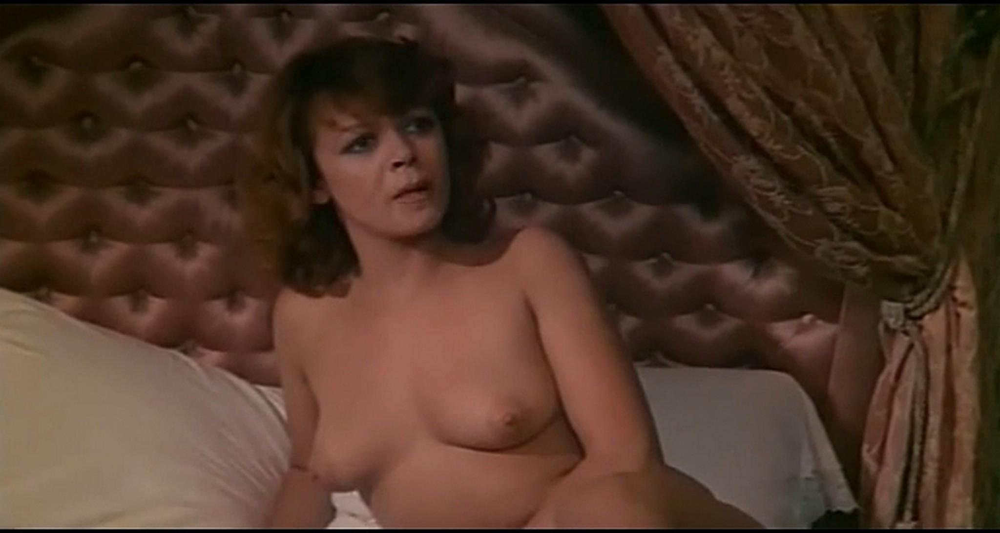 Gloria Guida nude full frontal Marilda Dona nude too L affittacamere IT 1976 DVDRip 16