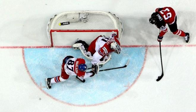 Hockey no gelo: gol pequeno e goleiro grande
