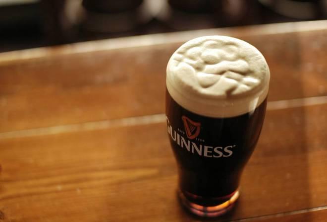 Guiness, uma das cervejas mais tradicionais do mundo, é originalmente irlandesa | Foto: Halshige Suehiro/CC