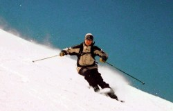 Esquiador deslizando peas montanhas de Savoie, na França | Foto: Wikimedia