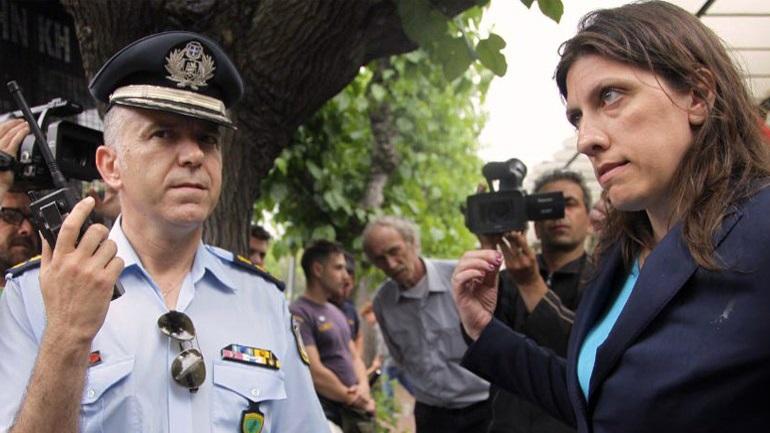 Στην παραμεθόριο έστειλαν τον αστυνομικό που τα έβαλε με τη Ζωή Κωνσταντοπούλου