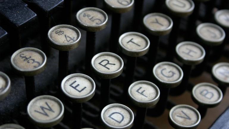Ξέρεις γιατί τα γράμματα στο πληκτρολόγιο είναι… ανακατεμένα;