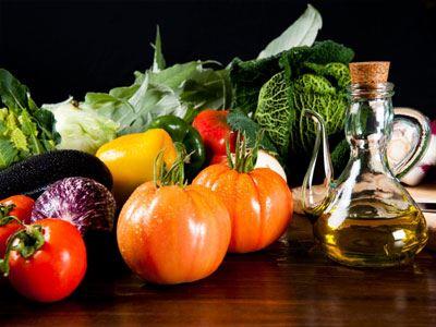 Η μεσογειακή διατροφή μάς χαρίζει χρόνια