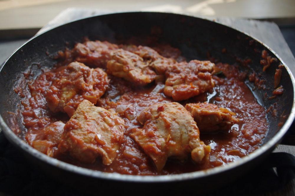 Overheerlijke Indische ajam pedis (hete kip)
