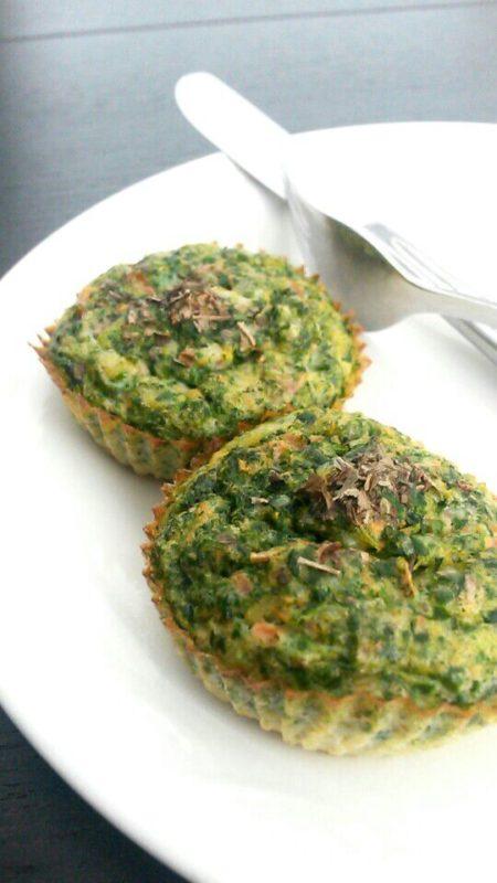 Eimuffins met spinazie en tomaat