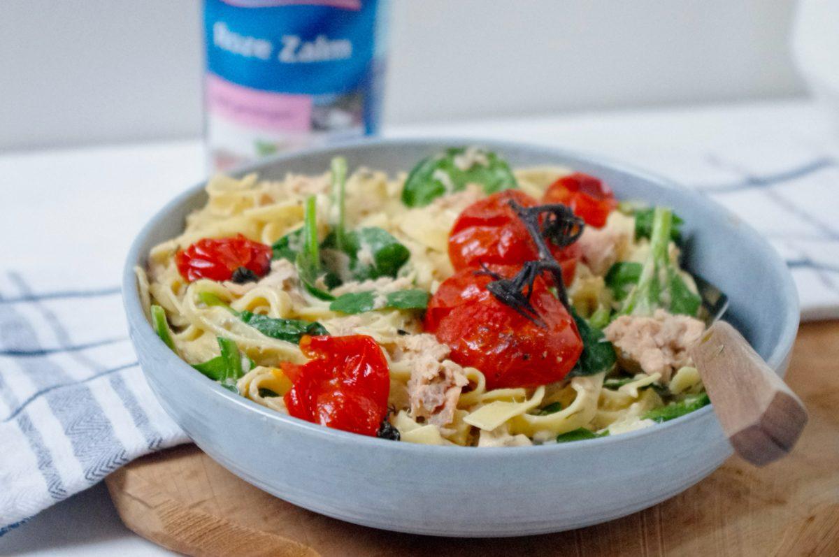 Pasta met zalm, spinazie en tomaat