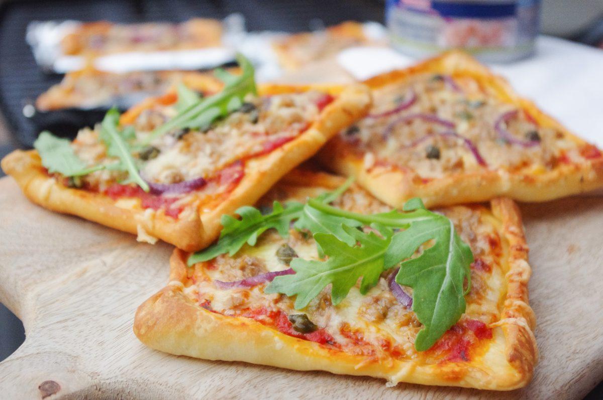 Mini pizza tonijn van de BBQ