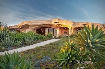 Dick-Clarks-Flintstones-House-in-Malibu-1
