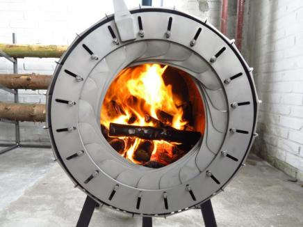 the-spruce-stove-lets-you-burn-an-entire-tree-2575