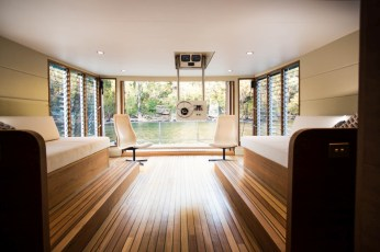 world's-first-solar-powered-houseboat-3