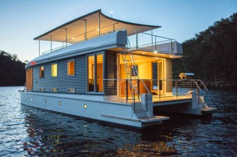 world's-first-solar-powered-houseboat