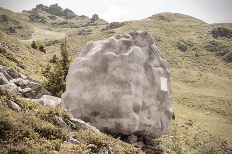 Antoine-Boulder-Shaped-Cabin-in-Swiss-Alps-1
