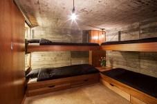 Bunker-prestavany-na-obytny-domcek-3