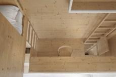 i29-interior-architects-room-drevena-stena-10