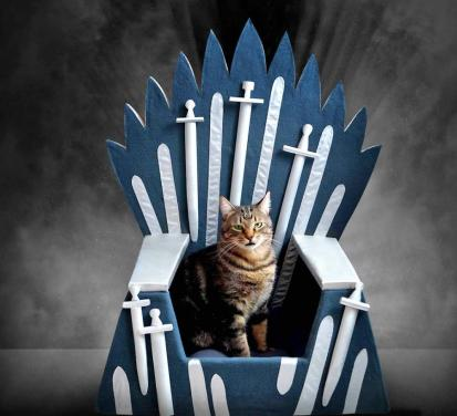 game-of-thrones-iron-throne-cat-bed-0