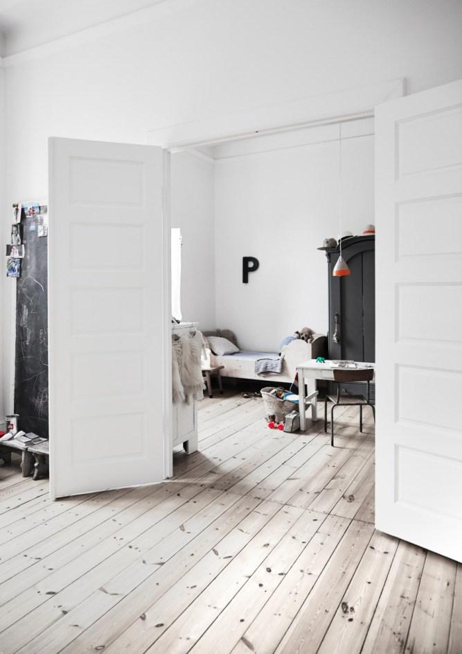 13-witte-deuren-houten-vloe-1