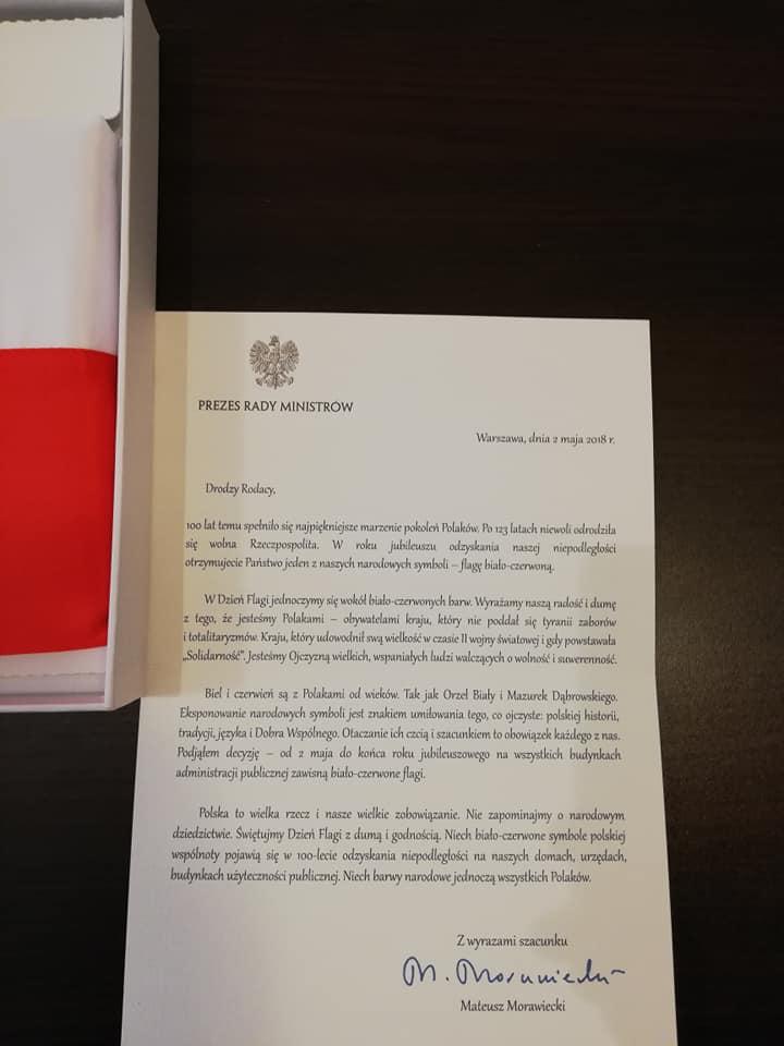 Okolicznościowa flaga od premiera M.Morawieckiego