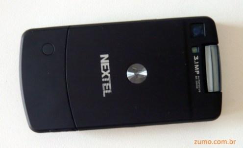 """Motorola i9: acabamento em """"soft touch"""""""