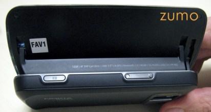 N97 aberto visto por trás: tem um suporte para a tela