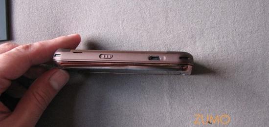 N97 mini: conector microUSB e trava do teclado no lado esquerdo