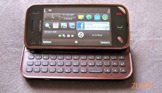 N97 mini com teclado e tela inicial ligada