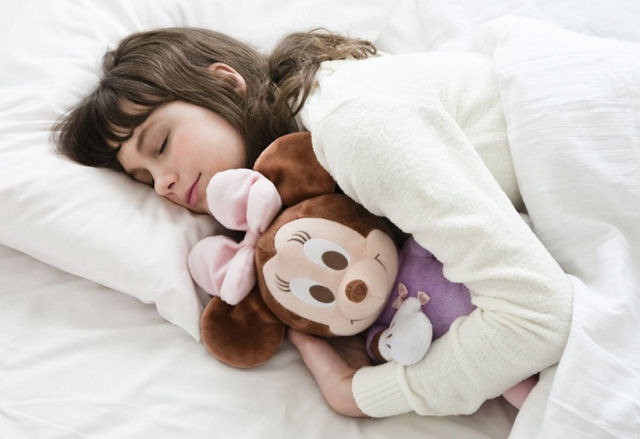 Hug_minnie_sleeping