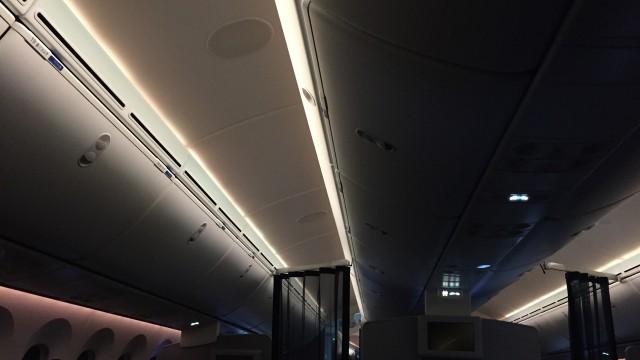 united 787  - 27