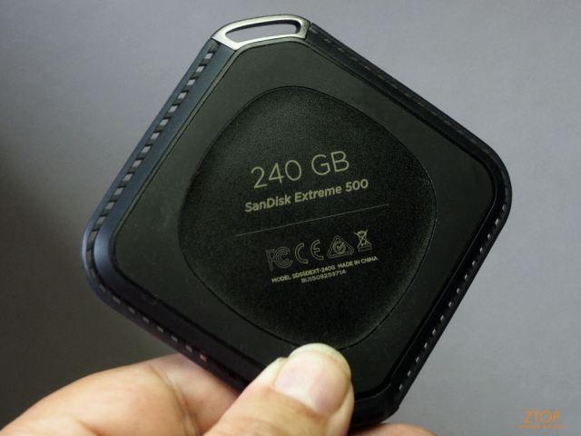 Sandisk_extreme_500_SSD_na_mao_verso