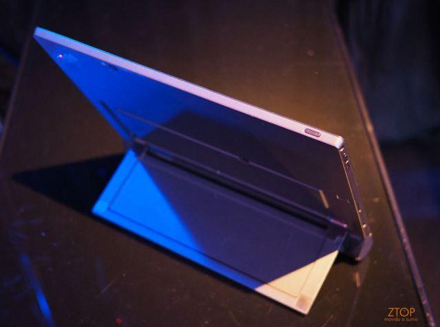 Lenovo_2016_ThninkPad_X1_tablet_back