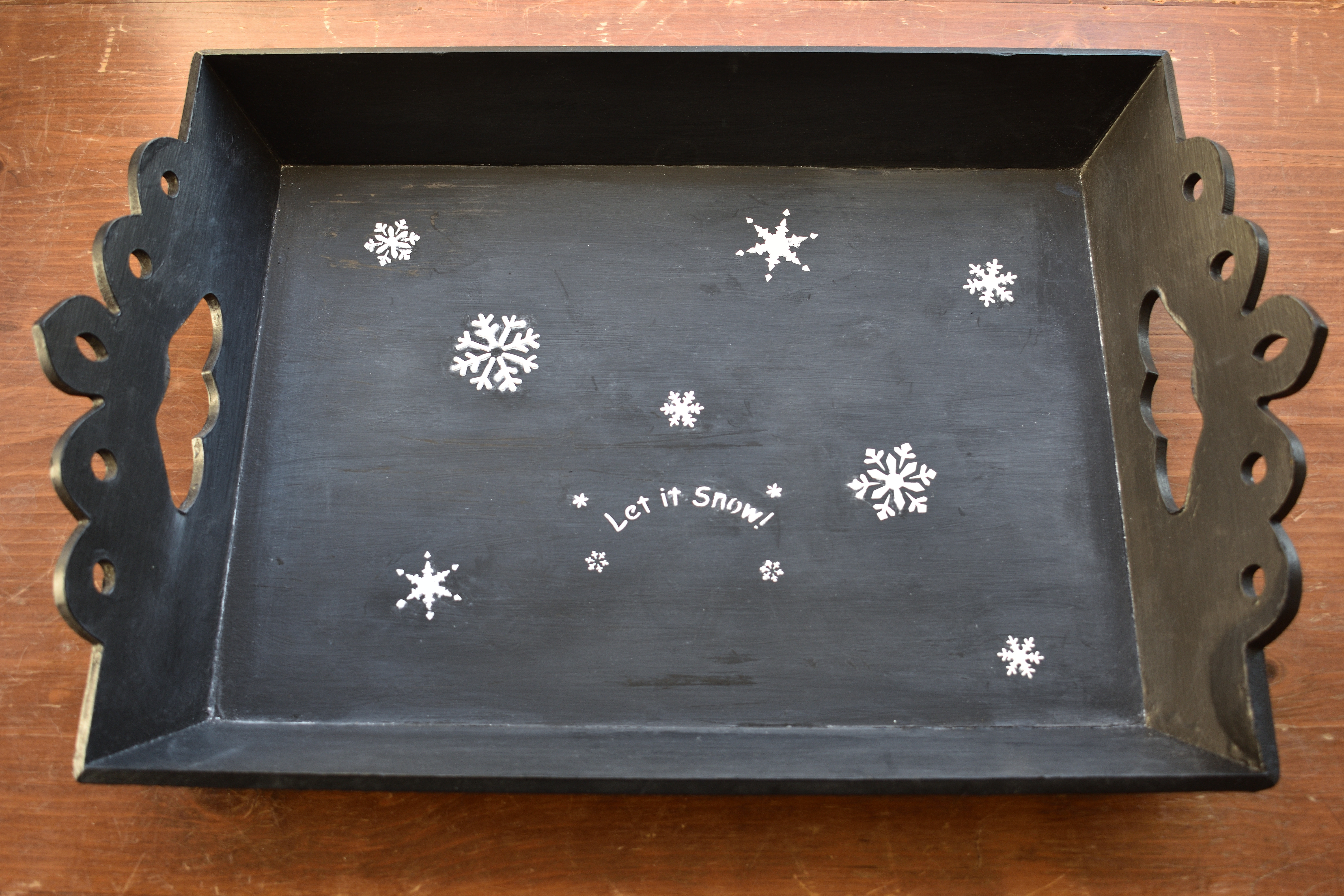 chalkboard holiday serving tray with snowflake stencils