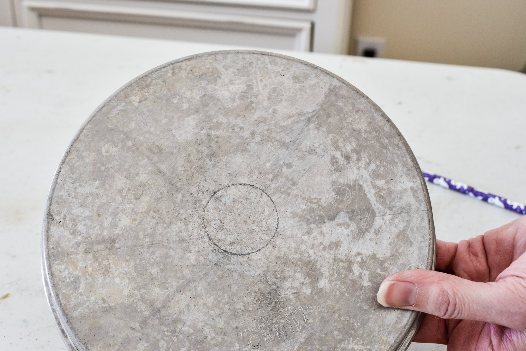 a circle traced on the bottom of a cake pan