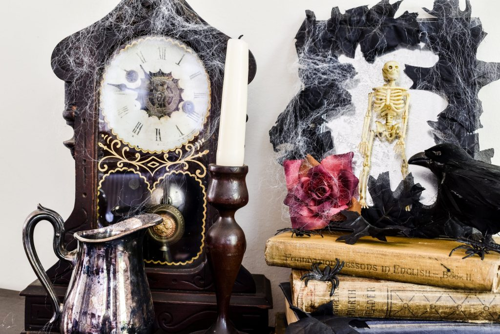 DIY spooky halloween decorations and a vintage Halloween vignette