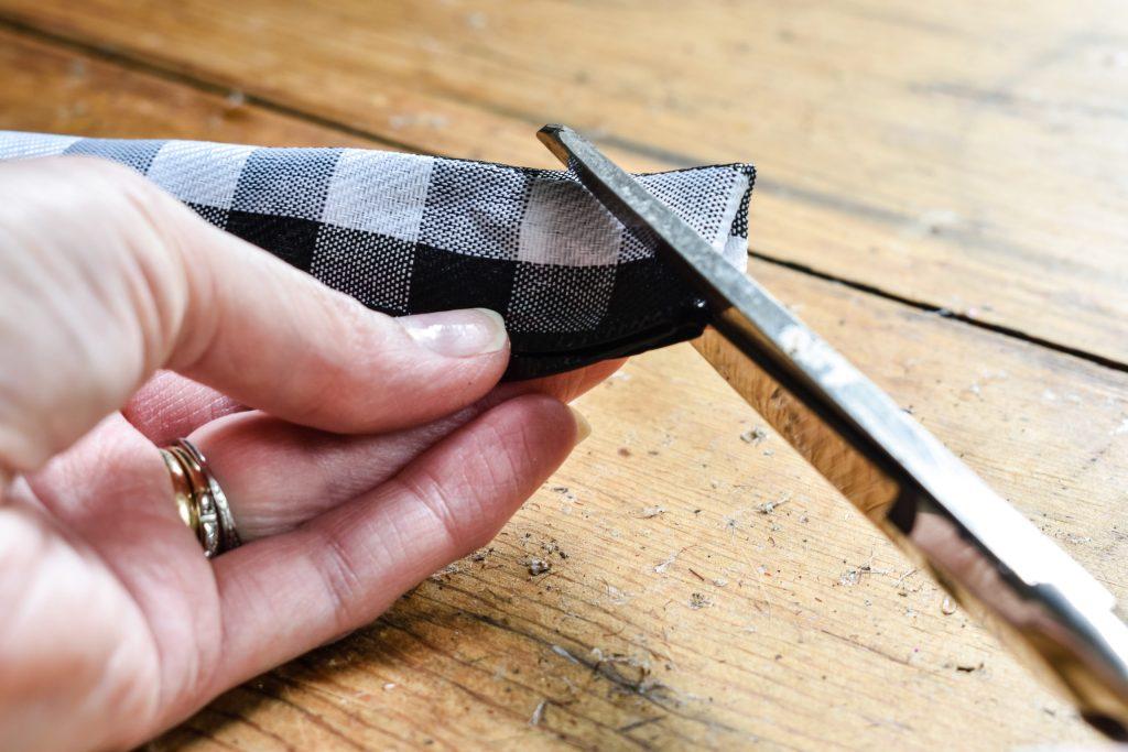 making a dovetail on buffalo check ribbon
