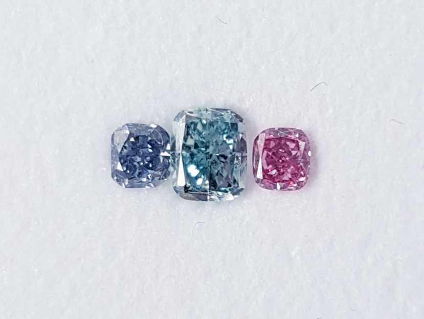 ブルーとグリーンブルー、ピンクダイヤモンドのルースセットセット