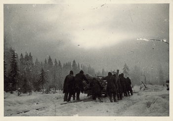 """""""Arbeit"""", Waldrodung bei Panowka durch Häftlinge des sowjetischen Kriegsgefangenenlagers 7150 Grjasowez für deutsche Offiziere."""