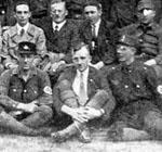 Gruppenfoto mit dem mutmaßlichen Mjölnir rechts unterhalb von Goebbels