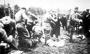 Ankunft von Häftlingen im Lager Jasenovac