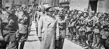 Tito inspiziert Einheiten der Jugoslawischen Armee