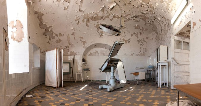 Patarei-Merekindlus---Estonia-Tallinn-prison-abandoned-medical-surgery-operating-room
