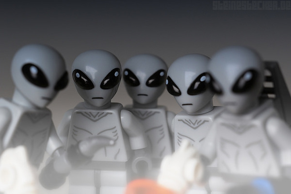 lego-alien-abduction-2