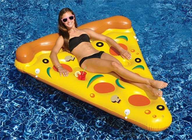 Whole-Pizza-Pool-Float-1