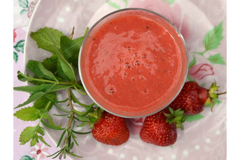 erdbeer tomaten kaltschale von gastprinzessin claudia