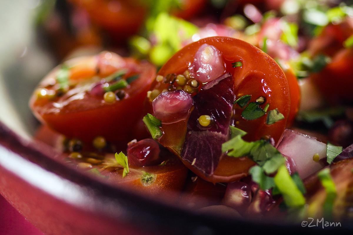 z widokiem na stół | radosna czerwona sałatka