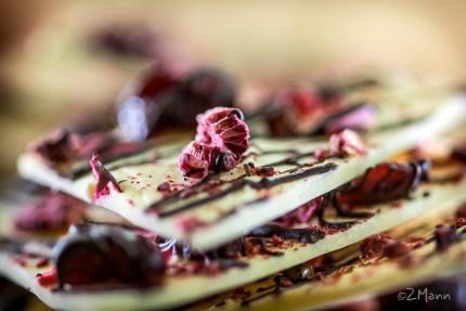 z widokiem na stół | płatki białej czekolady