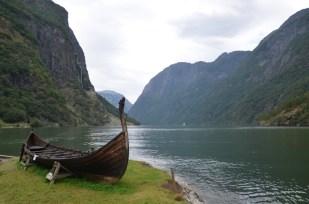 Naeroyfjord - widok z Gudvangen Norwegia