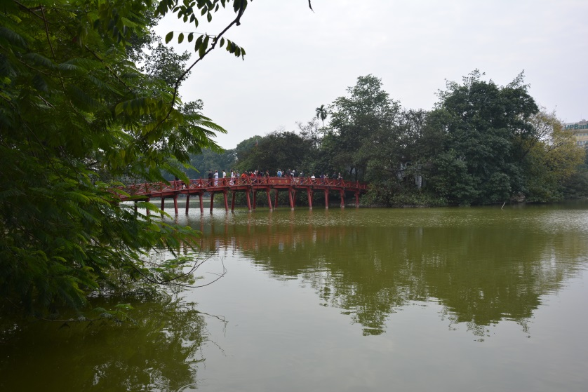 Hanoi most na jeziorze Hoan Kiem Wietnam