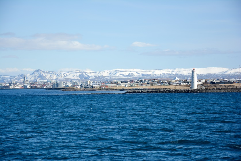Panorama Reykjaviku z wodu Islandia