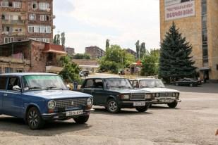 Postkomunistyczne auta w Sanahin Armenia