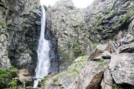 Wodospad w okolicach Kazbegi Gruzja